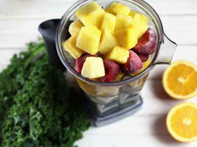 blender-filled-with-kale-and-fruit