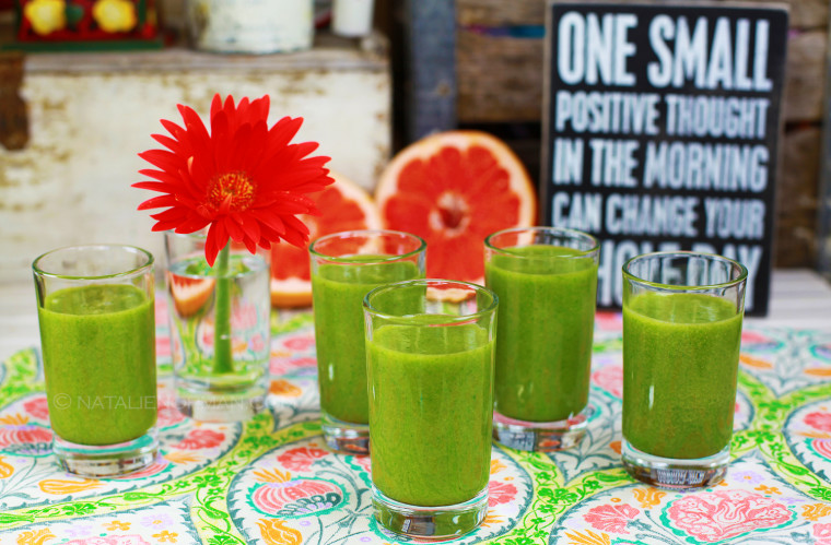Grapefruit Kale Green Smoothie